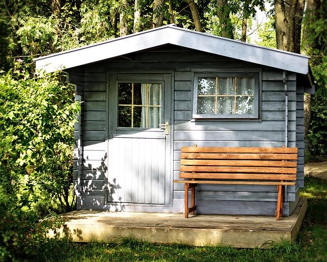 You are currently viewing Pourquoi pas un abri de jardin pour aménager votre extérieur ?