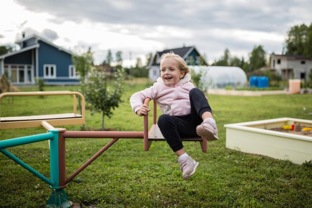 Read more about the article Quels aménagements mettre dans un jardin pour les enfants ?